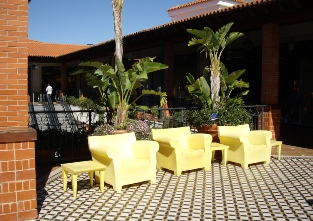 Algarve Shopping in Guia - outdoor seating
