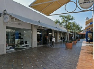 Algarve Shopping in Guia - outdoor spaces
